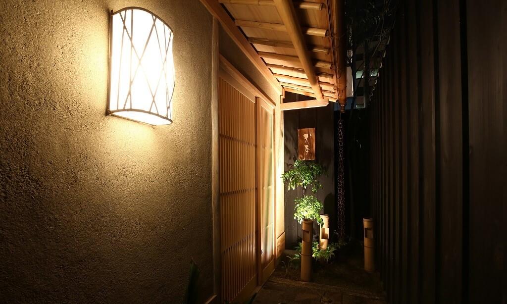 東麻布天本の入口