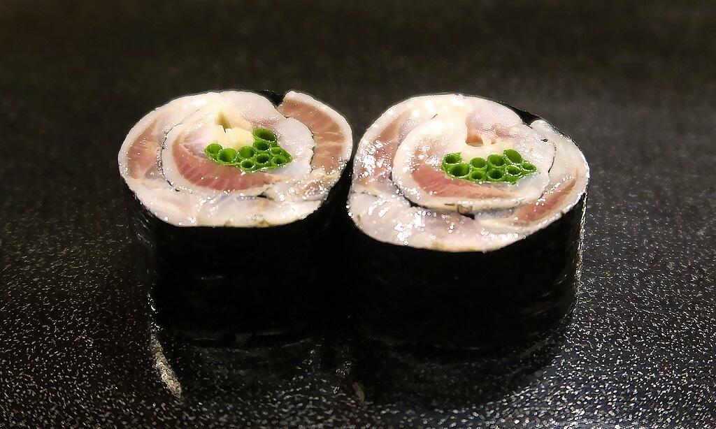 〆鯖の海苔巻き