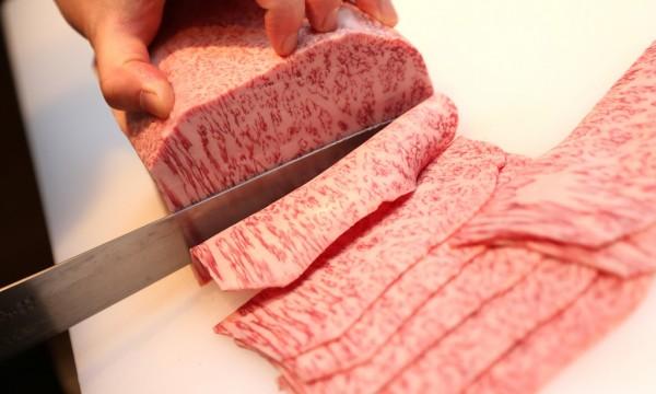 炭火焼肉 なかはら_肉の手切り